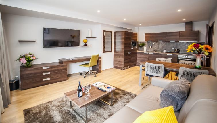 Lounge at the Hampton Suites Apartments - Citybase Apartments