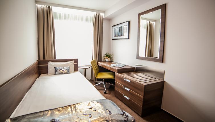 Work desk at the Hampton Suites Apartments - Citybase Apartments