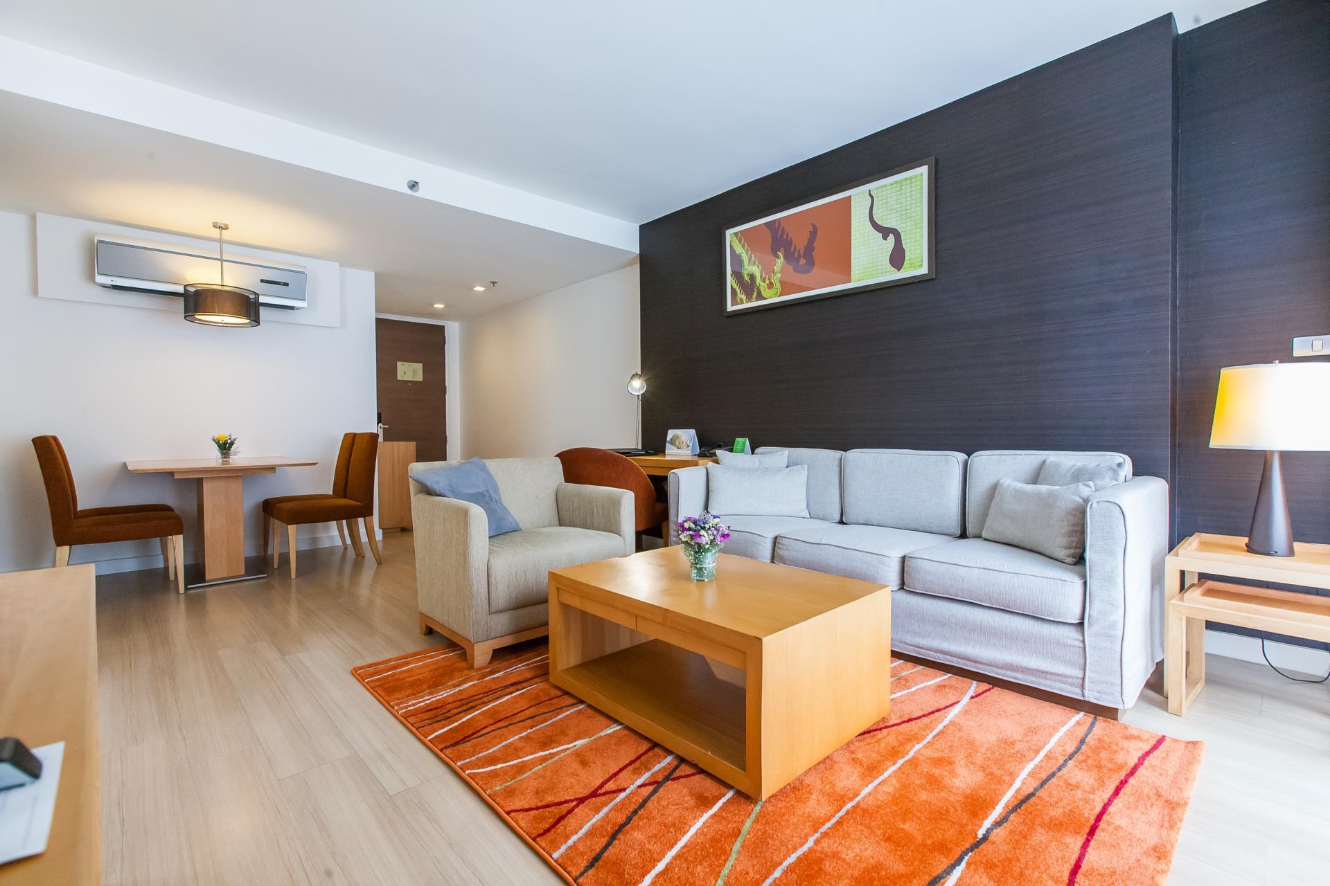 Living room at Oakwood Residence Sukhumvit 24 Bangkok - Citybase Apartments