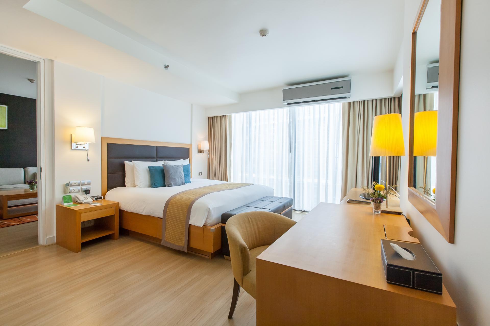 Bedroom at Oakwood Residence Sukhumvit 24 Bangkok - Citybase Apartments