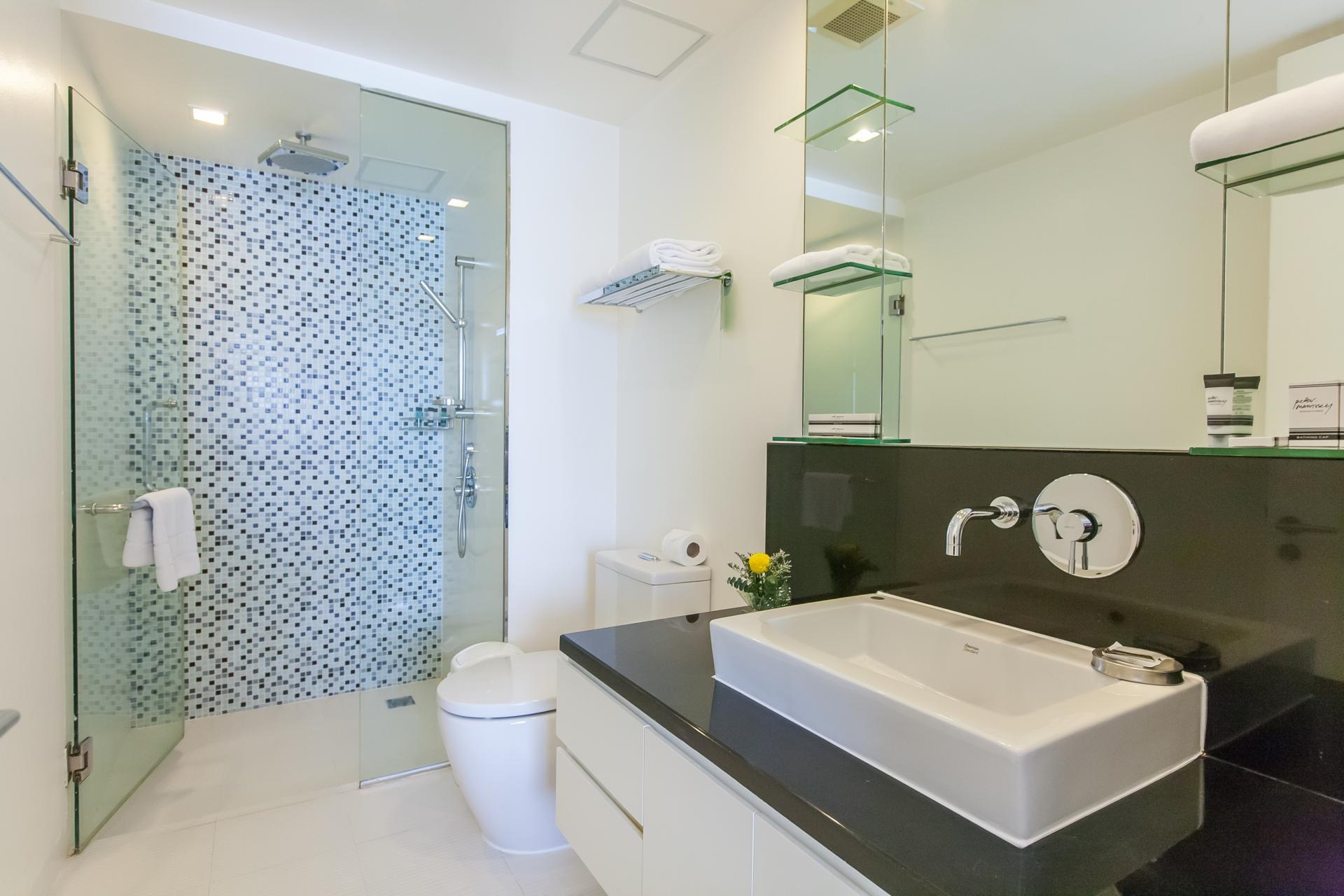 Bathroom at Oakwood Residence Sukhumvit 24 Bangkok - Citybase Apartments