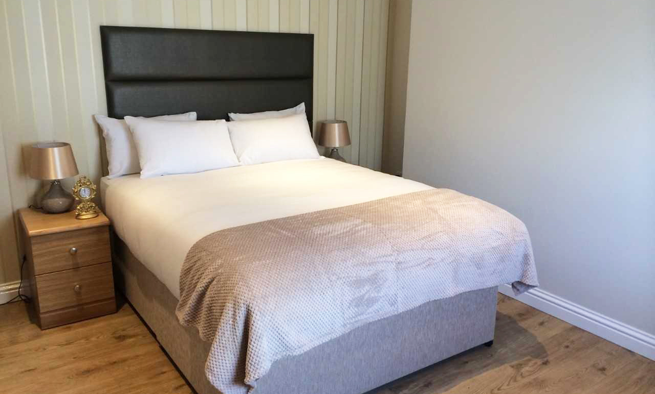 Bedroom at Queens Hotel Apartments - Citybase Apartments