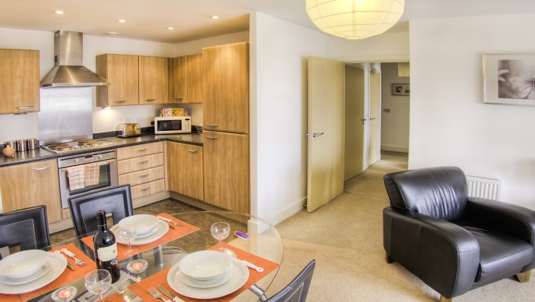 Contemporary kitchen in WaterSide Park Apartments - Citybase Apartments