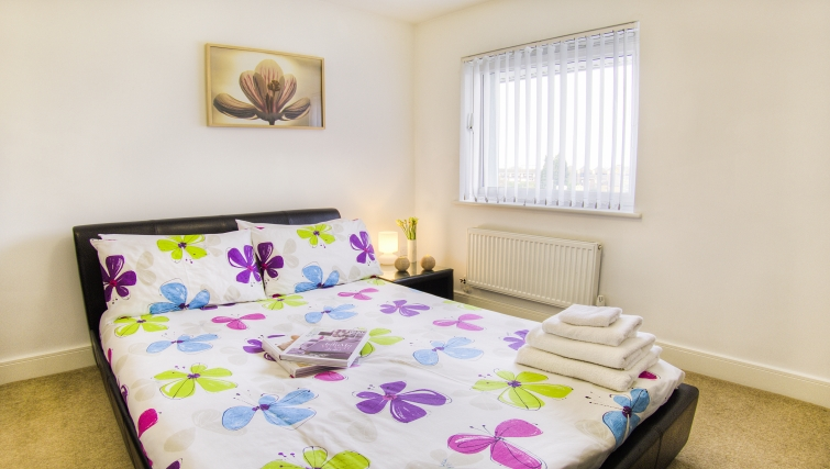 Cosy bedroom in WaterSide Park Apartments - Citybase Apartments