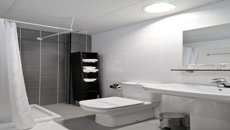Pristine bathroom at Palacio Apartments - Citybase Apartments
