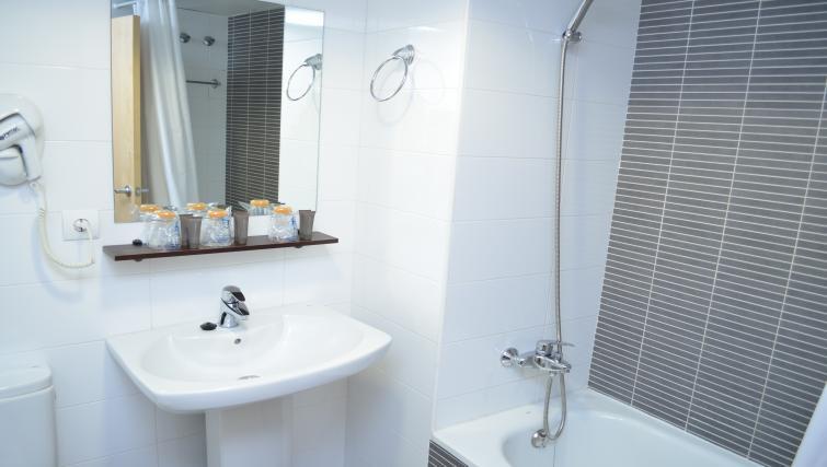Clean bathroom at Palacio Apartments - Citybase Apartments