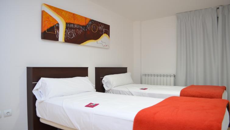 Twin beds at Palacio Apartments - Citybase Apartments
