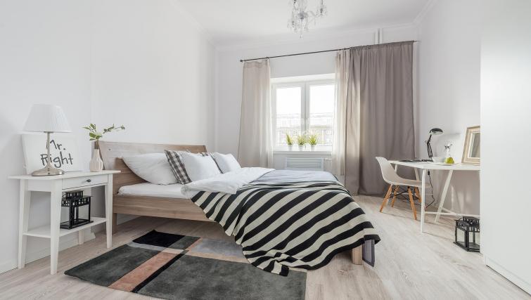 Bright bedroom at P&O Apartments Andersa - Citybase Apartments