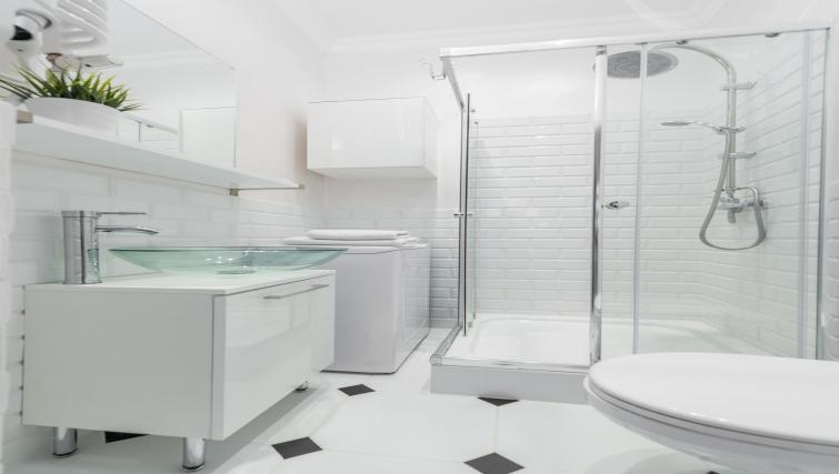 Immaculate bathroom at P&O Apartments Andersa - Citybase Apartments