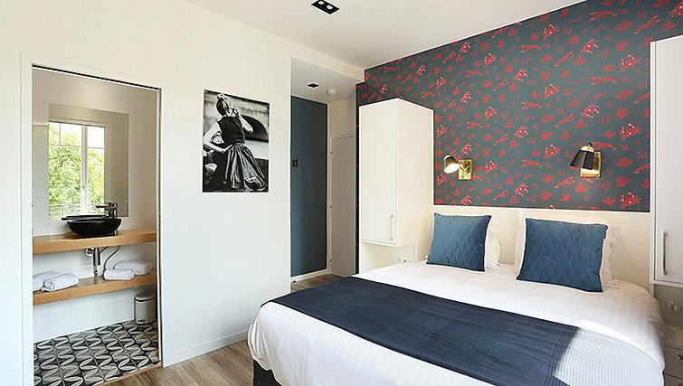 Colourful studio apartment at Eiffel Village Apartments - Citybase Apartments