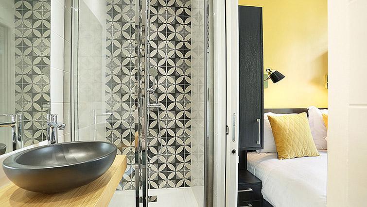Compact bathroom at Eiffel Village Apartments - Citybase Apartments