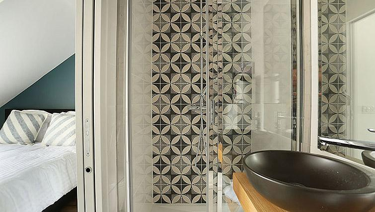 Modern bathroom at Eiffel Village Apartments - Citybase Apartments
