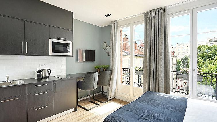 Stylish studio apartment at Eiffel Village Apartments - Citybase Apartments