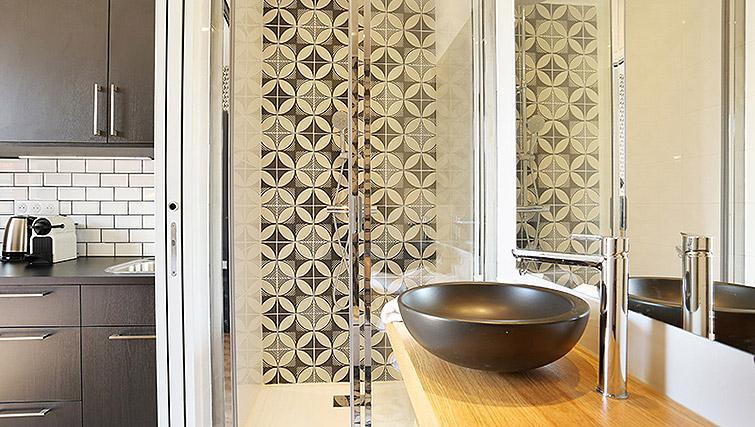 Modern shower room at Eiffel Village Apartments - Citybase Apartments
