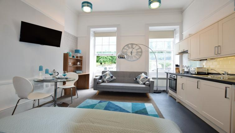 Modern studio at Berkeley Square Apartments - Citybase Apartments