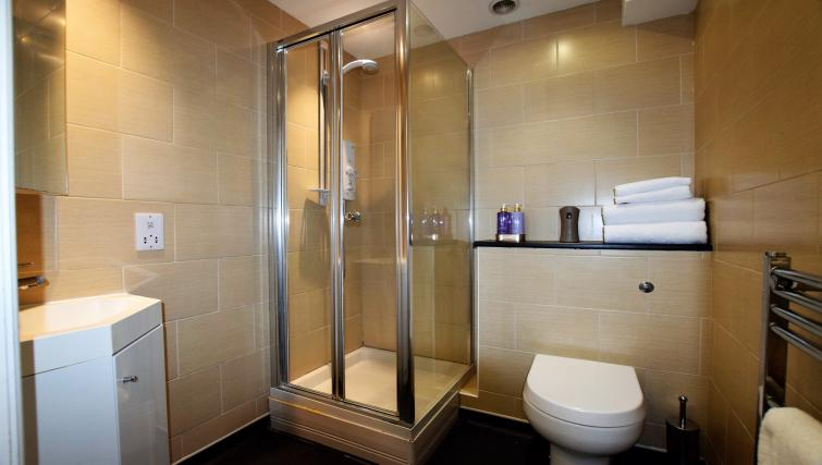 Shower at Berkeley Square Apartments - Citybase Apartments