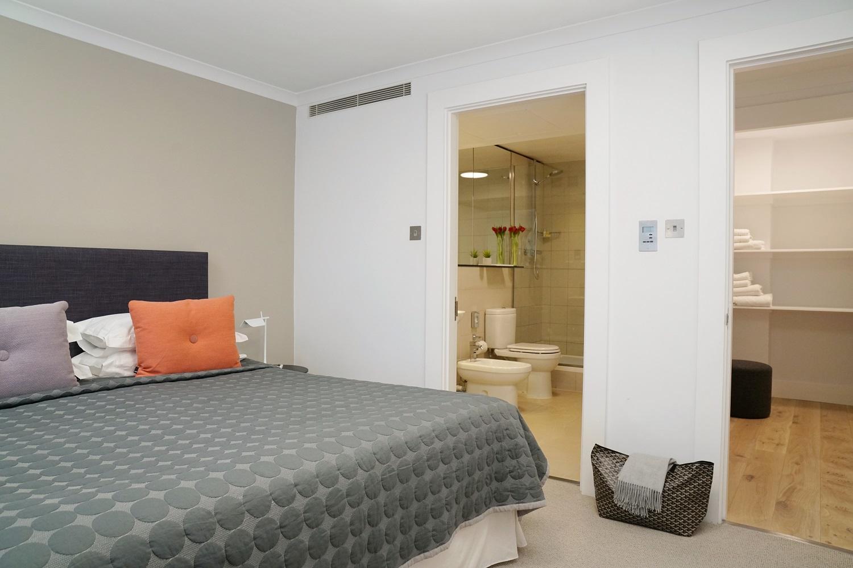 En-suite at Monarch House, Kensington, London - Citybase Apartments