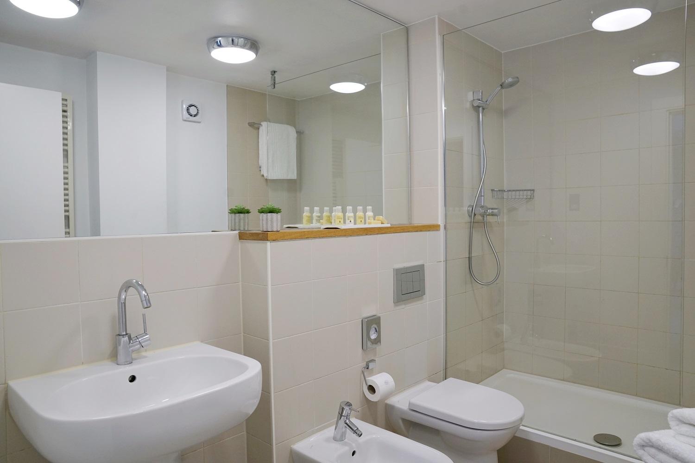 Bathroom at Monarch House, Kensington, London - Citybase Apartments