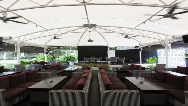 Outdoor lounge at the Hotel Kristal Jakarta - Citybase Apartments