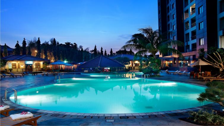 Swimming pool at the Hotel Kristal Jakarta - Citybase Apartments