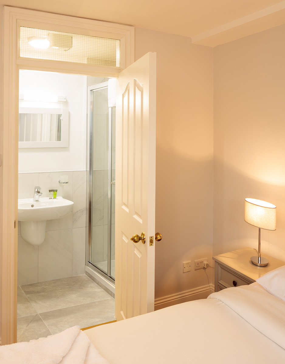 En-suite at Baggot Rath House Apartments, Ballsbridge, Dublin - Citybase Apartments