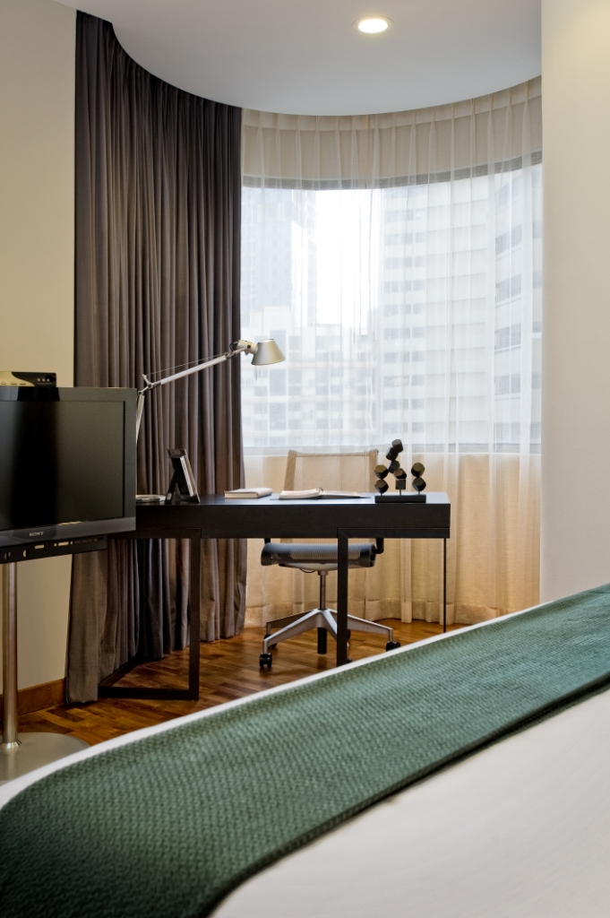 Desk area at Fraser Residence Singapore - Citybase Apartments