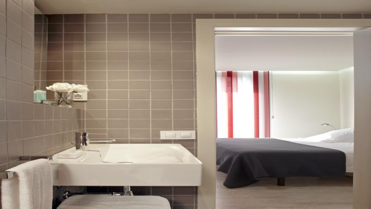 En-suite bathroom at The Urban Suites Barcelona - Citybase Apartments