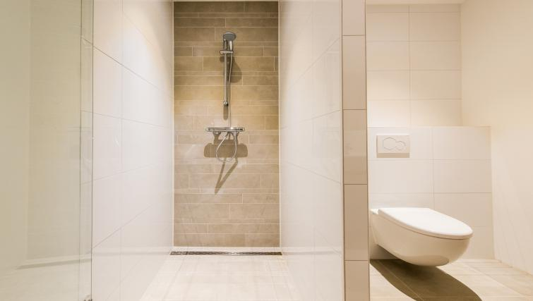 Bathroom at Houthavens Serviced Apartments, Amsterdam - Citybase Apartments