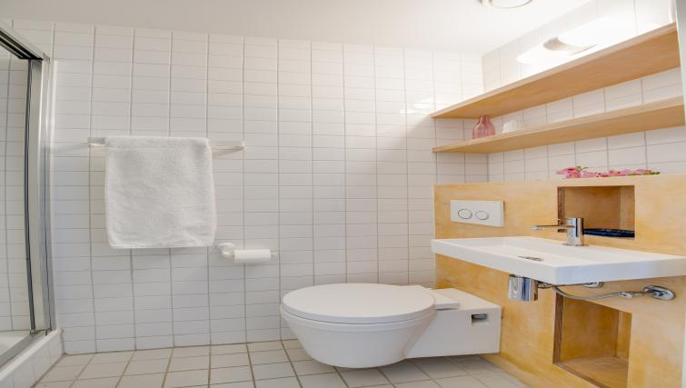 Studio bathroom at Houthavens Serviced Apartments, Amsterdam - Citybase Apartments