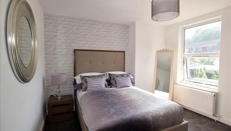 Double bed at Hampstead Apartment - Citybase Apartments