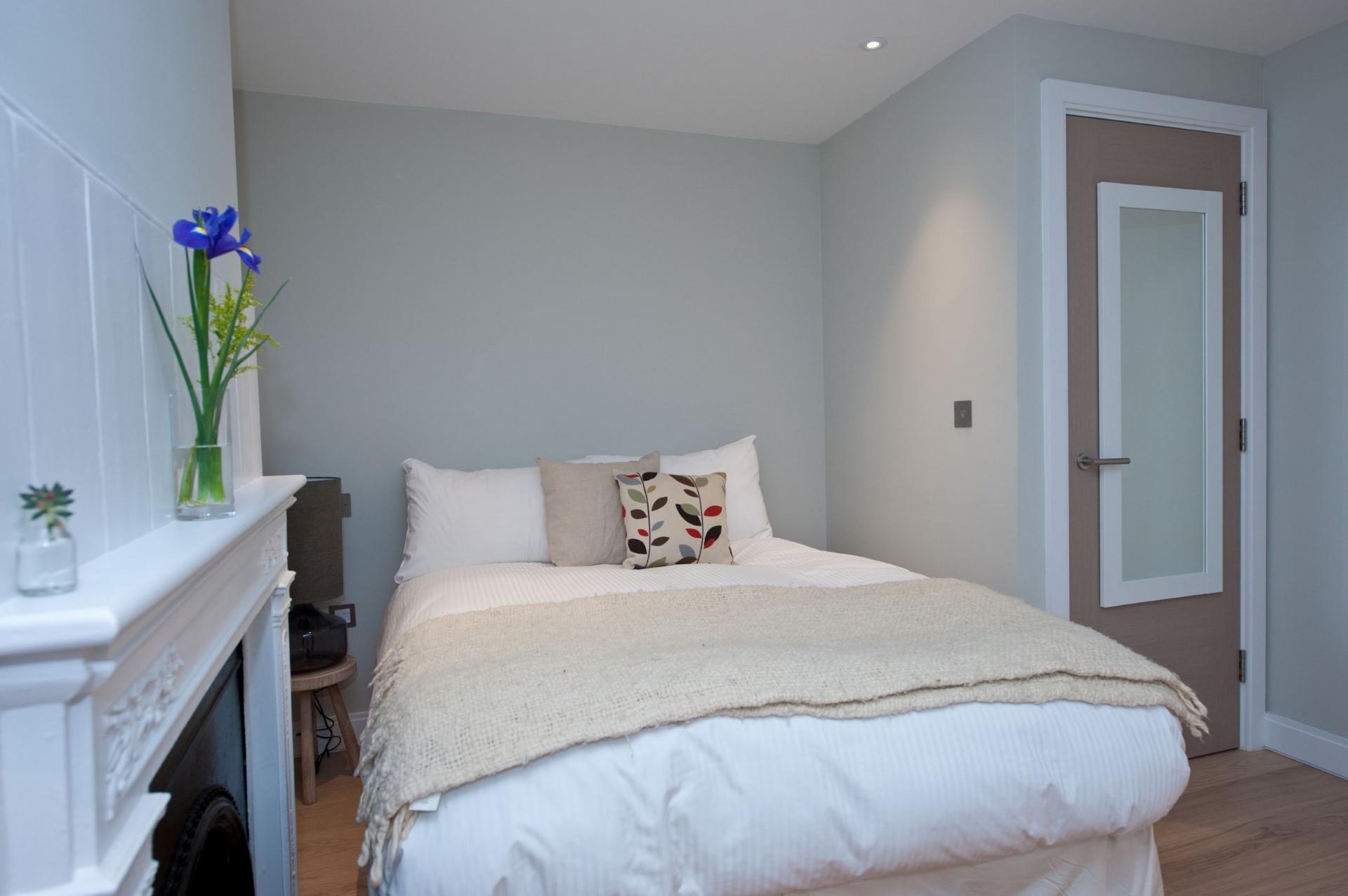 White bed linen at Spitalfields Hanbury Apartment - Citybase Apartments
