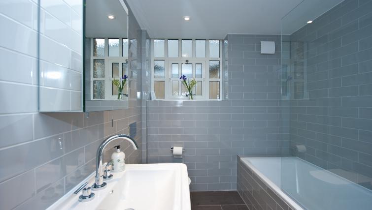 Bathroom at Spitalfields Hanbury Apartment - Citybase Apartments