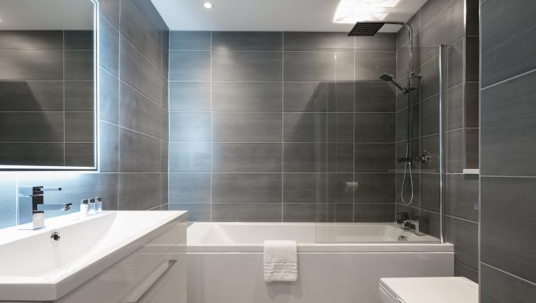 Bath at the Bluestone Trinity Apartment - Citybase Apartments