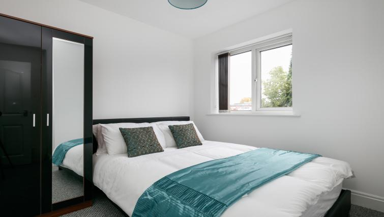 Double bed at Bluestone Richmond Apartment - Citybase Apartments