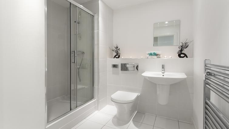 Pristine bathroom at Flying Butler Limehouse - Citybase Apartments