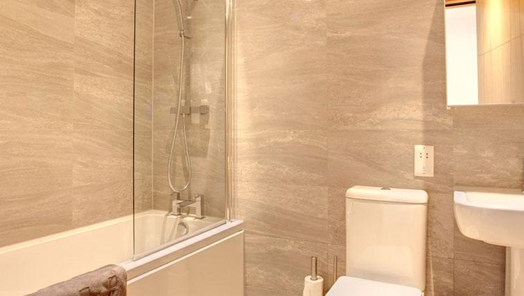 Bath at Linton Apartments - Citybase Apartments