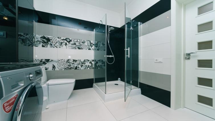 shower at Darvina Apartment - Citybase Apartments