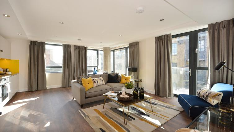 Living area at Aldgate City Apartments - Citybase Apartments