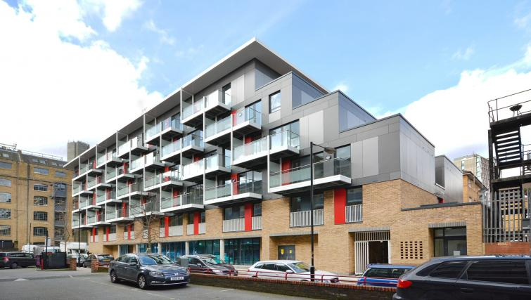 Exterior of Aldgate City Apartments - Citybase Apartments