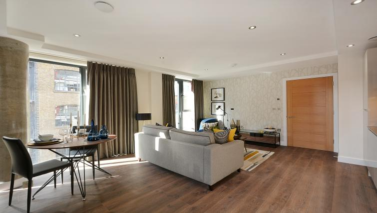 Living room at Aldgate City Apartments - Citybase Apartments