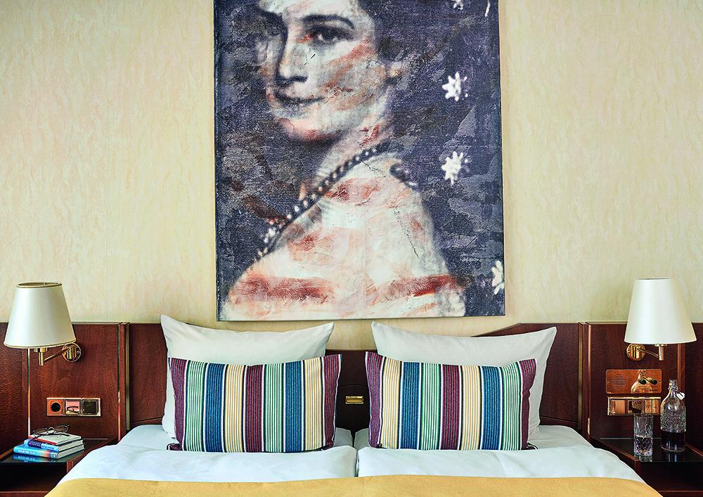 Bed at Living Hotel Prinzessin Elisabeth Apartments, Glockenbachviertel, Munich - Citybase Apartments