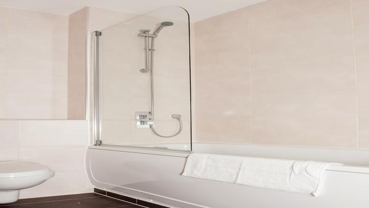Bathroom at PSF Apartments - Citybase Apartments