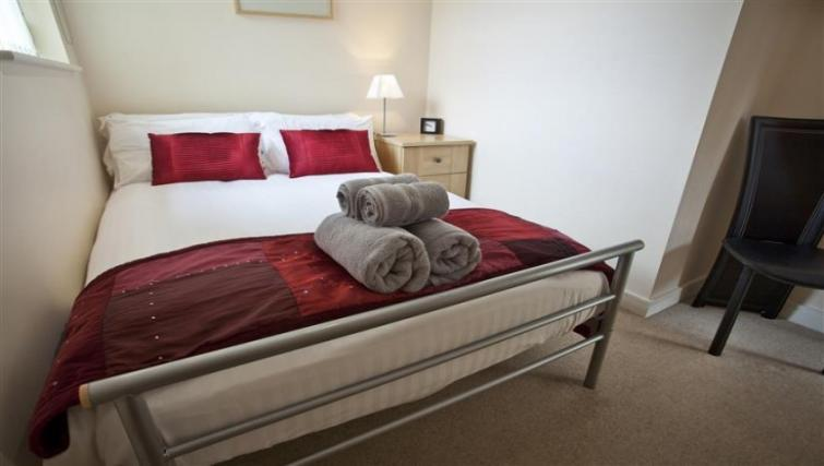Double bed at York Terrace Apartments - Citybase Apartments