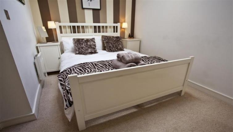Modern bedroom at York Terrace Apartments - Citybase Apartments