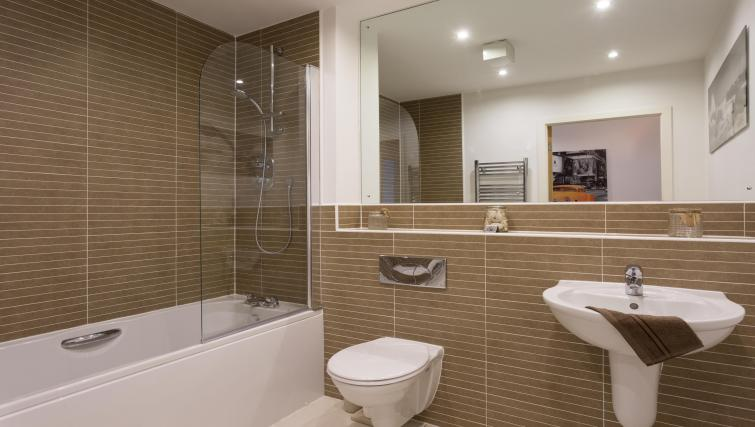 Bathroom at the Venice House - Citybase Apartments