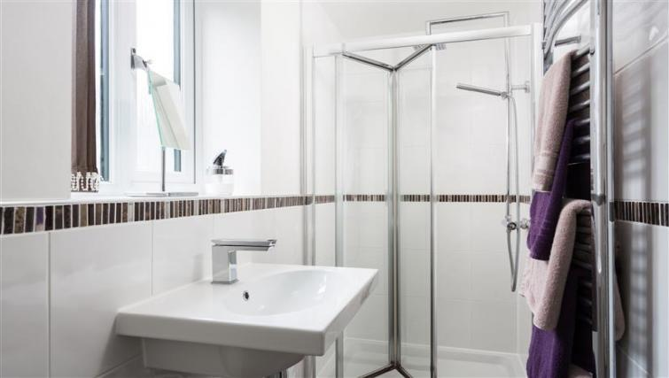 Shower at The Light Well Apartment - Citybase Apartments