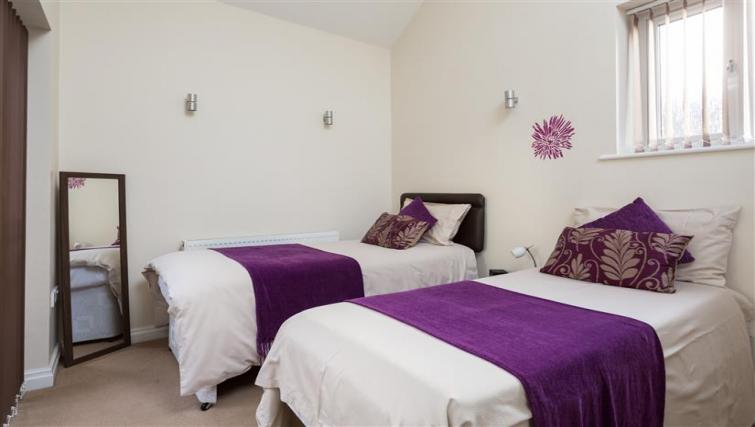 Twin bedrooms at The Light Well Apartment - Citybase Apartments
