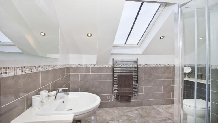 Bathroom at Holtby Farm Cottages - Citybase Apartments
