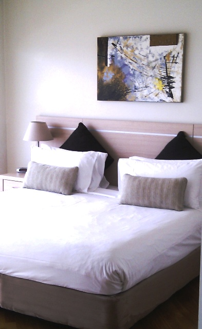 Twin beds at Chinatown Central Apartments - Citybase Apartments