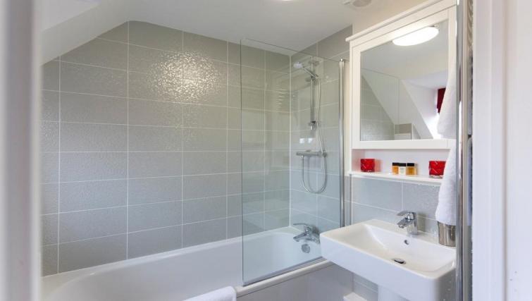 Bathroom at DBS The Twain House - Citybase Apartments